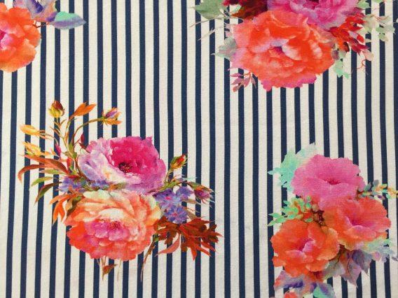Jersey Stoff mit Blumen in rosa pink mint und orange auf dunkelblauen Streifen Ökotex 2 568x426 - 0,5m Jersey große Blumen Blüten Streifen dunkelblau orange pink rosa Ökotex